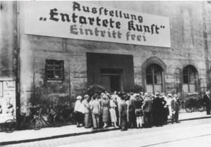 """folla all'inaugurazione della mostra """"Arte degenerata"""""""